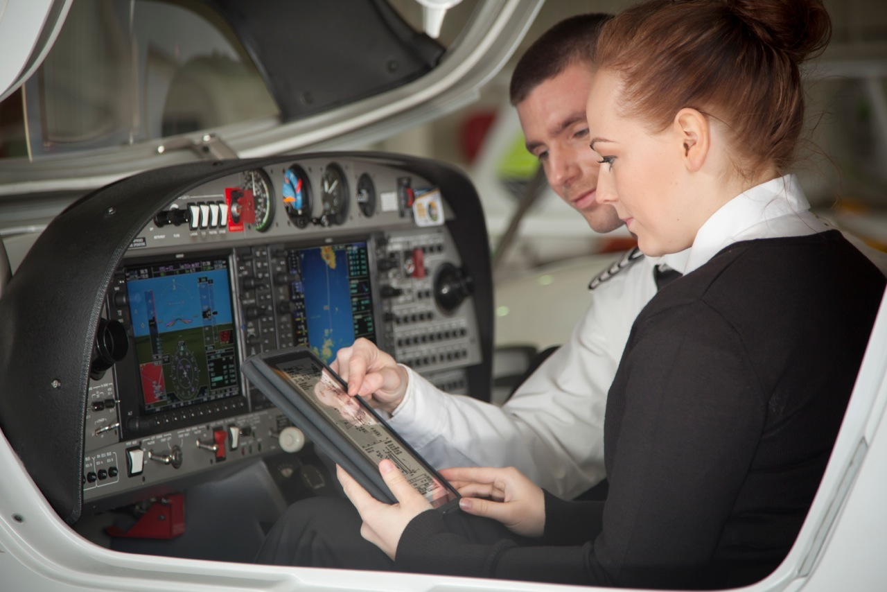 training of airline pilots Reviews and information about more than 1,000 flight schools and pilot training  today most pilots receive their training from  and training in an 'airline.